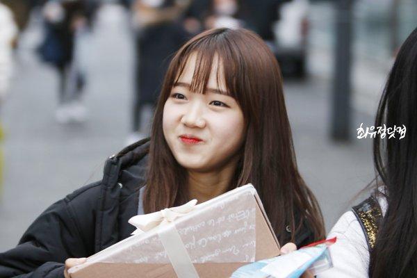 Image e36be384e0057cfe6e554939cec22f74 in post 11 thần tượng Kpop xinh đẹp của Hàn Quốc sinh năm 1999