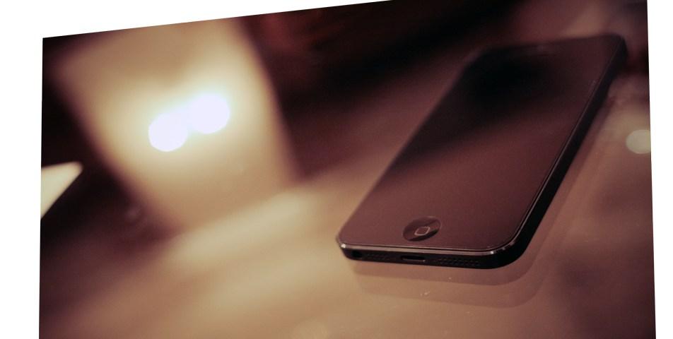 iPhone 5: Substituição do botão Suspender/Reactivar