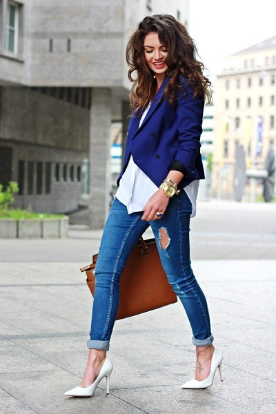 Smart casual dress code for women by etiquette tips from alonamur Alona is the co-founder of Etiquette Tips – an online magazine that features articles on business etiquette, communication, dress code, table manners, international code of behaviour, gift giving, events & celebrations and more.