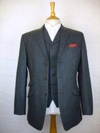 A 1-Button, 2-Button or 3-Button Suit