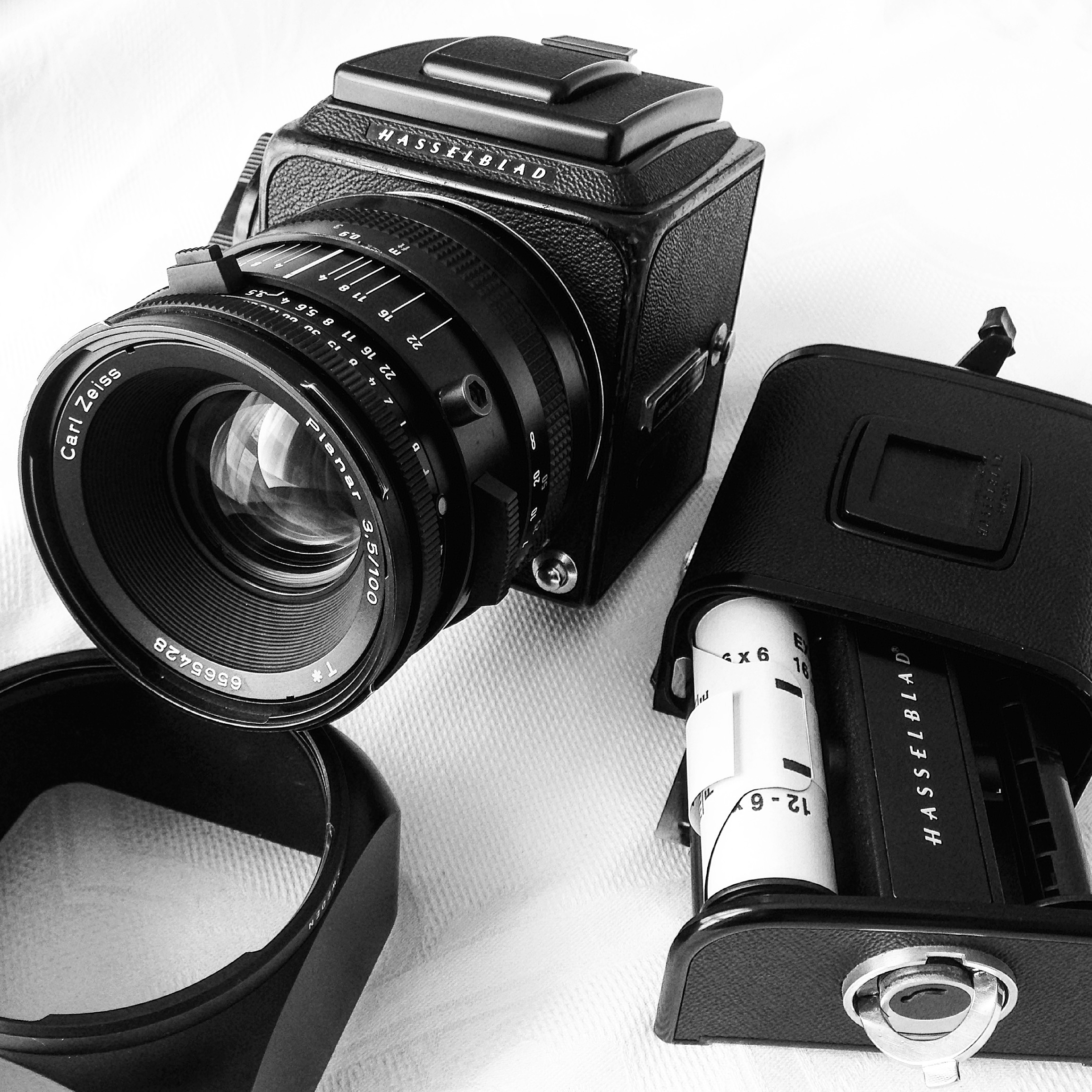 Hasselblad 500cm loading film - 120 film and photo of hasselblad film back with Zeiss 100mm f3.5 lens