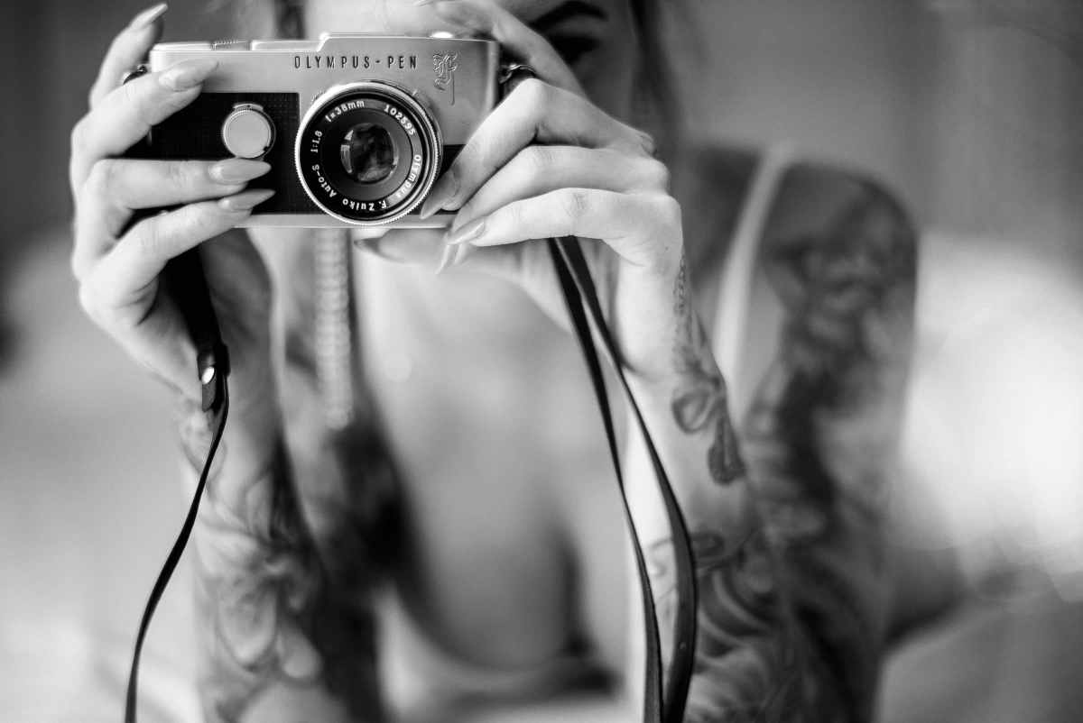Tattoo girl with camera - Olympus Pen F