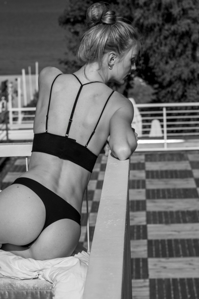 leica cl review model in B&W bikini - girl on balcony