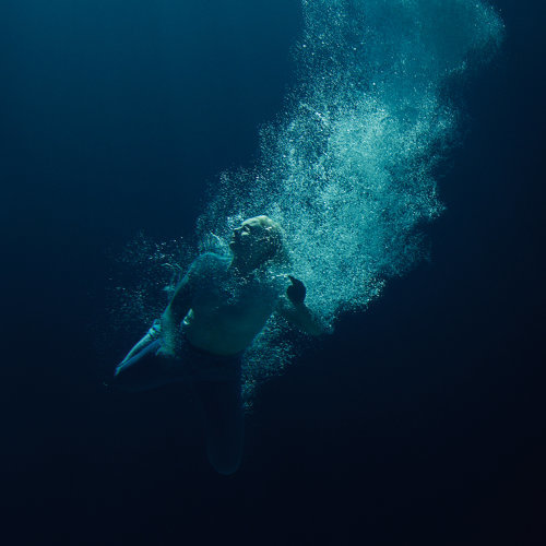 Through Water: Låpsley 用「水」的細膩及翻騰,重新詮釋個人成長及情感 3