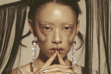 SAWAYAMA: Rina Sawayama 令人愛不釋手的復古搖滾舞曲神專