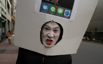 全球第一位日本蘋果迷盛裝打扮排等iPhone6推出