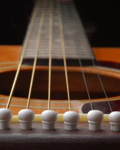 when to change guitar strings mr music fort myers fl. Black Bedroom Furniture Sets. Home Design Ideas