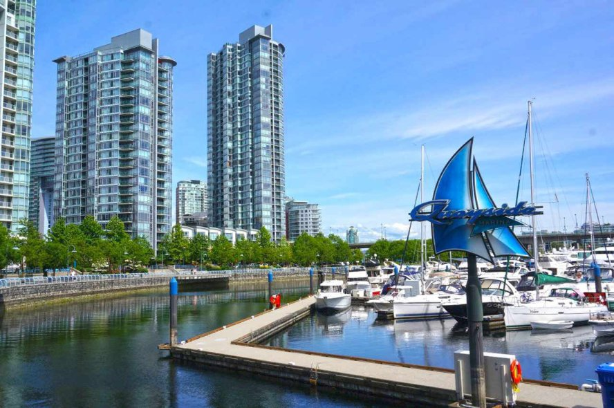 "Main Photo: 39 1088 MARINASIDE Crescent in Vancouver: Yaletown Condo for sale in ""QUAYSIDE MARINA"" (Vancouver West)  : MLS®# R2449993"