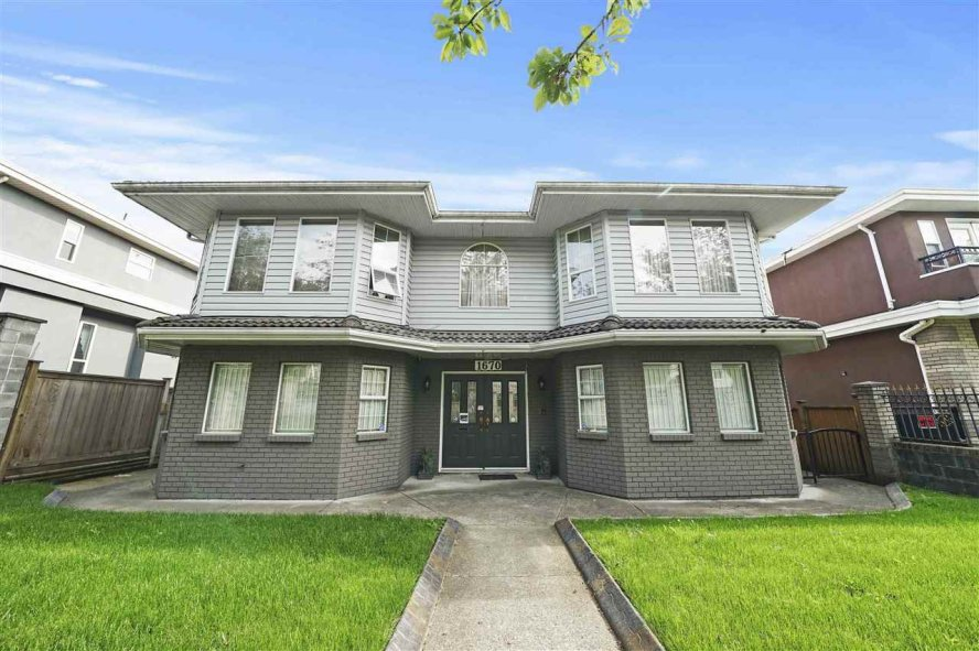 """Main Photo: 1670 E 57TH Avenue in Vancouver: Fraserview VE House for sale in """"FRASERVIEW"""" (Vancouver East)  : MLS®# R2528714"""
