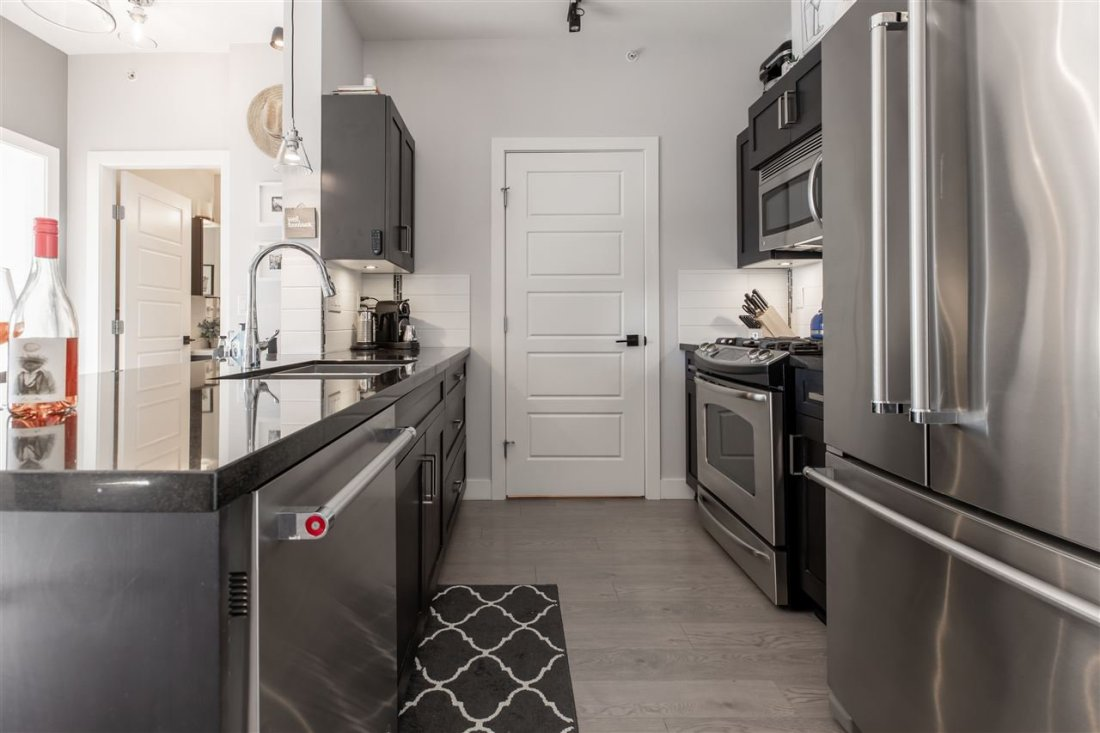 """Main Photo: 406 20062 FRASER Highway in Langley: Langley City Condo for sale in """"Varsity"""" : MLS®# R2461076"""