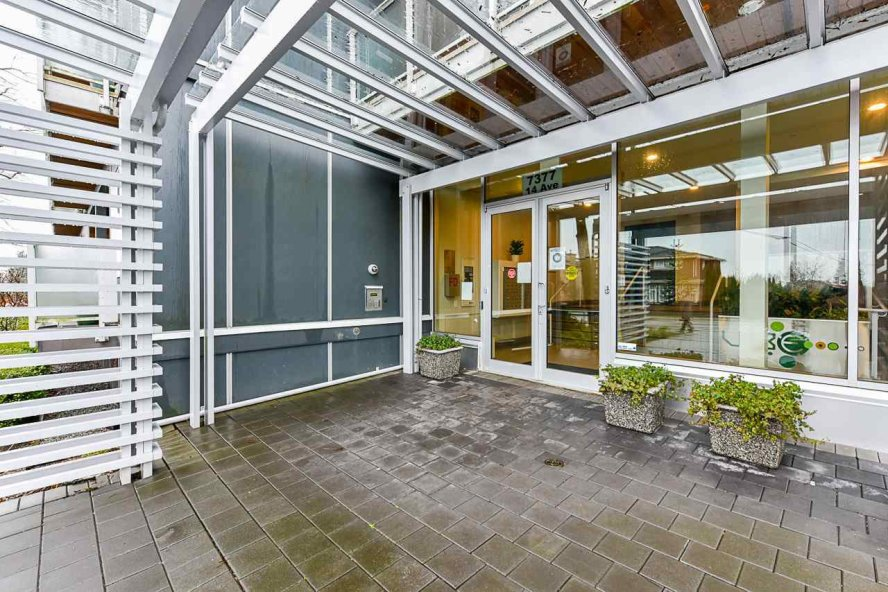 """Main Photo: 207 7377 14TH Avenue in Burnaby: Edmonds BE Condo for sale in """"Vibe"""" (Burnaby East)  : MLS®# R2528536"""