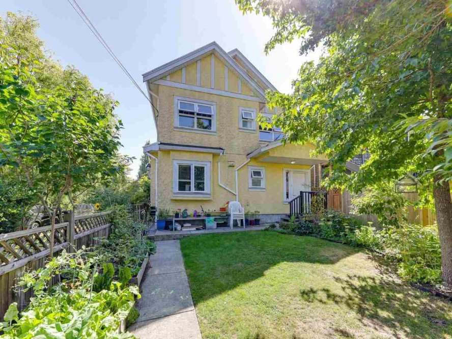 Main Photo: 295 E 24TH Avenue in Vancouver: Main House 1/2 Duplex for sale (Vancouver East)  : MLS®# R2487389