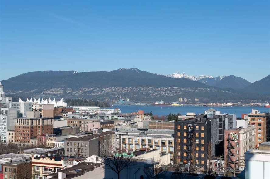 """Main Photo: 1807 188 KEEFER Street in Vancouver: Downtown VE Condo for sale in """"188 Keefer"""" (Vancouver East)  : MLS®# R2453086"""