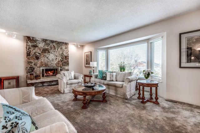 Main Photo: 6924 HYCREST Drive in Burnaby: Montecito House for sale (Burnaby North)  : MLS®# R2344391