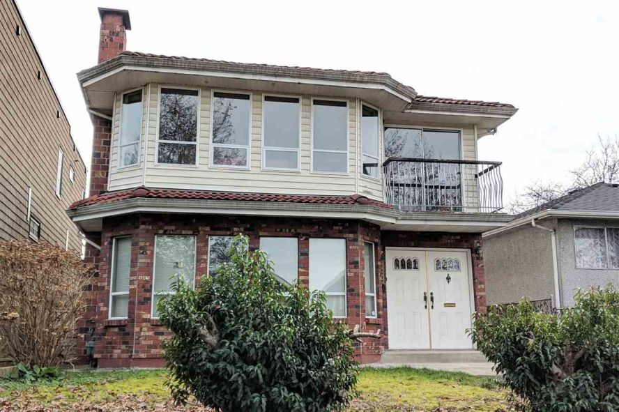 """Main Photo: 588 E 29TH Avenue in Vancouver: Fraser VE House for sale in """"FRASER"""" (Vancouver East)  : MLS®# R2339225"""