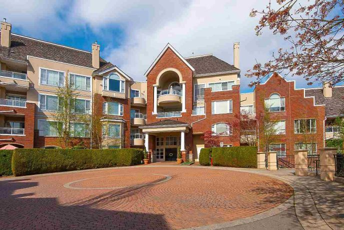 Main Photo: 206 5262 OAKMOUNT Crescent in Burnaby: Oaklands Condo for sale (Burnaby South)  : MLS®# R2359365