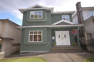 Photo 1: 3428 E 4TH Avenue in Vancouver: Renfrew VE House for sale (Vancouver East)  : MLS®# R2487553
