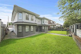 """Photo 2: 1670 E 57TH Avenue in Vancouver: Fraserview VE House for sale in """"FRASERVIEW"""" (Vancouver East)  : MLS®# R2528714"""