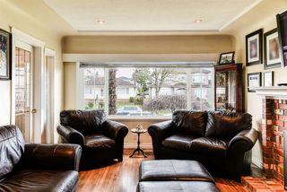 Photo 3: 3227 E 51ST Avenue in Vancouver: Killarney VE House for sale (Vancouver East)  : MLS®# R2444421