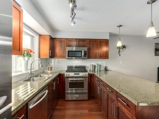 """Photo 10: 119 672 W 6TH Avenue in Vancouver: Fairview VW Townhouse for sale in """"BOHEMIA"""" (Vancouver West)  : MLS®# R2401186"""