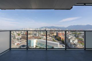 "Photo 1: 1612 285 E 10TH Avenue in Vancouver: Mount Pleasant VE Condo for sale in ""The Independant"" (Vancouver East)  : MLS®# R2487549"