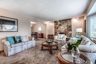 Photo 2: 6924 HYCREST Drive in Burnaby: Montecito House for sale (Burnaby North)  : MLS®# R2344391