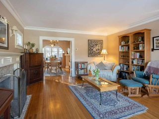 """Photo 2: 3920 W 20TH Avenue in Vancouver: Dunbar House for sale in """"DUNBAR"""" (Vancouver West)  : MLS®# R2349456"""