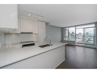 """Photo 4: 2005 668 COLUMBIA Street in New Westminster: Quay Condo for sale in """"TRAPP & HOLBROOK"""" : MLS®# R2203943"""