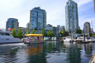 "Photo 10: 42 1088 MARINASIDE Crescent in Vancouver: Yaletown Condo for sale in ""QUAYSIDE MARINA"" (Vancouver West)  : MLS®# R2376189"