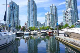 "Photo 5: 42 1088 MARINASIDE Crescent in Vancouver: Yaletown Condo for sale in ""QUAYSIDE MARINA"" (Vancouver West)  : MLS®# R2376189"