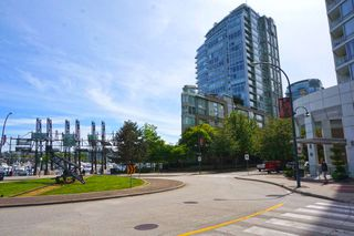 """Photo 17: 42 1088 MARINASIDE Crescent in Vancouver: Yaletown Condo for sale in """"QUAYSIDE MARINA"""" (Vancouver West)  : MLS®# R2376189"""