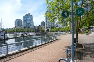 "Photo 13: 42 1088 MARINASIDE Crescent in Vancouver: Yaletown Condo for sale in ""QUAYSIDE MARINA"" (Vancouver West)  : MLS®# R2376189"