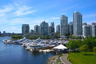 "Photo 2: 42 1088 MARINASIDE Crescent in Vancouver: Yaletown Condo for sale in ""QUAYSIDE MARINA"" (Vancouver West)  : MLS®# R2376189"