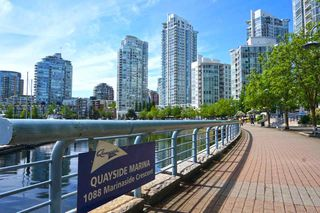 "Photo 14: 42 1088 MARINASIDE Crescent in Vancouver: Yaletown Condo for sale in ""QUAYSIDE MARINA"" (Vancouver West)  : MLS®# R2376189"