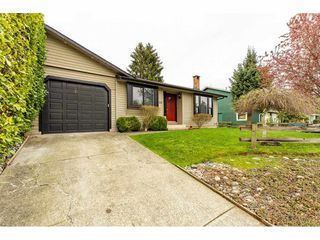 Photo 2: 6334 180A Street in Surrey: Cloverdale BC House 1/2 Duplex for sale (Cloverdale)  : MLS®# R2356336