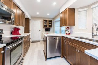 Photo 8: 9284 GOLDHURST Terrace in Burnaby: Forest Hills BN Townhouse for sale (Burnaby North)  : MLS®# R2347920