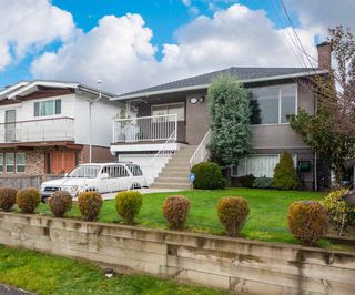 Photo 1: 1715 E 47TH Avenue in Vancouver: Killarney VE House for sale (Vancouver East)  : MLS®# R2446314
