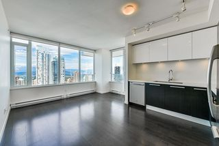 """Photo 3: 3202 6333 SILVER Avenue in Burnaby: Metrotown Condo for sale in """"SILVER"""" (Burnaby South)  : MLS®# R2470696"""