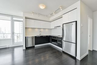 """Photo 5: 3202 6333 SILVER Avenue in Burnaby: Metrotown Condo for sale in """"SILVER"""" (Burnaby South)  : MLS®# R2470696"""