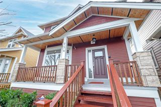 Photo 2: 754 E 12TH Avenue in Vancouver: Mount Pleasant VE 1/2 Duplex for sale (Vancouver East)  : MLS®# R2528099