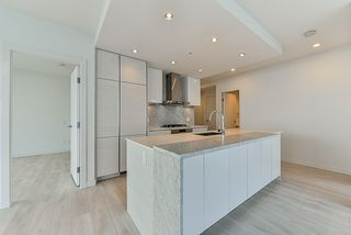 """Photo 4: 4908 4670 ASSEMBLY Way in Burnaby: Metrotown Condo for sale in """"STATION SQUARE 2"""" (Burnaby South)  : MLS®# R2346789"""