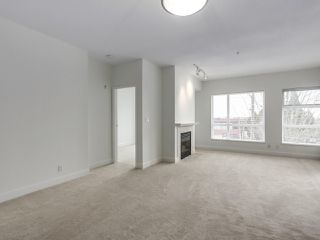 """Photo 3: 301 6198 ASH Street in Vancouver: Oakridge VW Condo for sale in """"THE GROVE"""" (Vancouver West)  : MLS®# R2332430"""