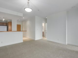 """Photo 8: 301 6198 ASH Street in Vancouver: Oakridge VW Condo for sale in """"THE GROVE"""" (Vancouver West)  : MLS®# R2332430"""