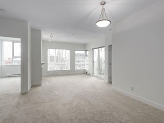 """Photo 5: 301 6198 ASH Street in Vancouver: Oakridge VW Condo for sale in """"THE GROVE"""" (Vancouver West)  : MLS®# R2332430"""