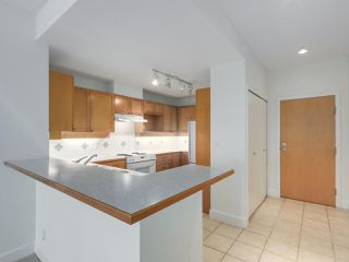 """Photo 9: 301 6198 ASH Street in Vancouver: Oakridge VW Condo for sale in """"THE GROVE"""" (Vancouver West)  : MLS®# R2332430"""
