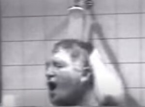 johnny jordaan onder de douche