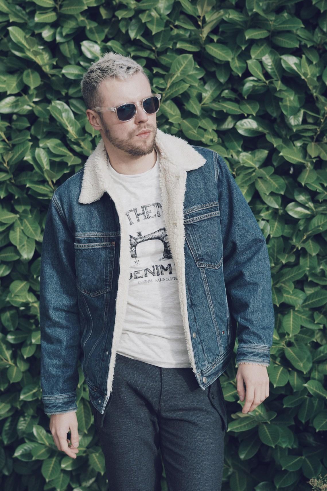 Tommy Jeans chunky denim jacket for men. Tommy Hilfiger.