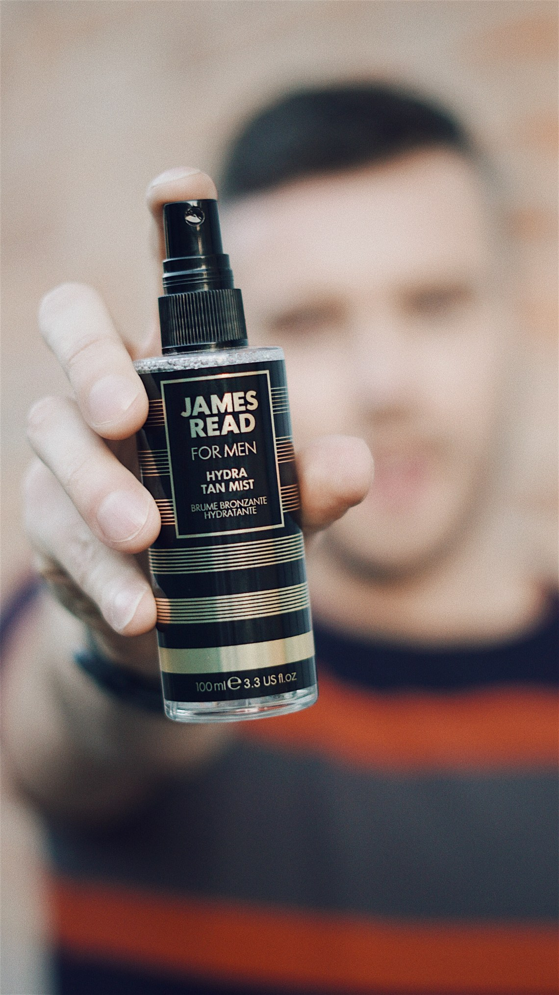 James Read Hydra Tan Mist gradual tan. Wearing boohooMAN Muscle Fit Colour Block Knitted T-shirt, Next, Dark Ink Jeans With Stretch and Converse boots. Blog by Skirmantas Petraitis.