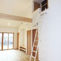 小屋裏部分に空調室を設置。簡単なメンテナンスで全館空調が維持できます。