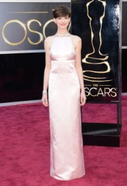 Anne Hathaway in Prada dress at the Oscars 2013
